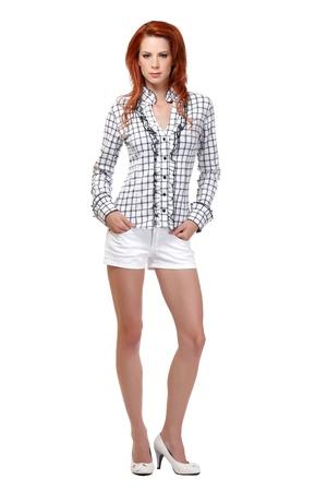 belles jambes: belle jeune femme aux cheveux rouge dans le studio Banque d'images
