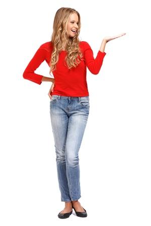schöne blonde Mädchen posiert auf weißem Hintergrund