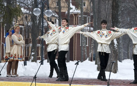 MOSCOW - FEBRUARY 25  Russian ensemble concert  Russian Song  for the Celebration of Shrovetide, a traditional Russian holiday  pancake week, maslenitsa  on Feb  25, 2012 in Moscow, Russia   Stock Photo - 12790402