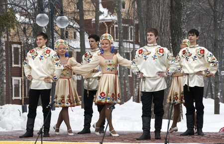 MOSCOW - FEBRUARY 25  Russian ensemble concert  Russian Song  for the Celebration of Shrovetide, a traditional Russian holiday  pancake week, maslenitsa  on Feb  25, 2012 in Moscow, Russia   Stock Photo - 12790401