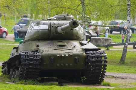 artillery shell: Tanque sovi�tico viejo