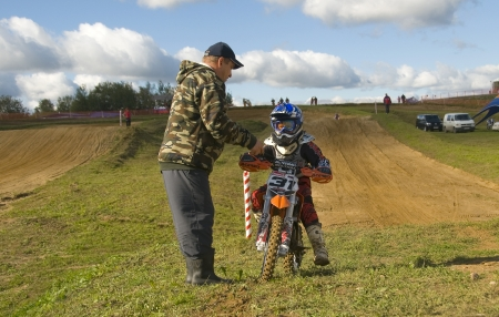 motorsprot: MOSCOW-SEPTEMBER 8: Zhmylev Dmitry (command Gallaks DOSAAF Mytishchi) to coach in the Stage III Cup XSR-MOTO.RU Cross Country in Moscow, Sheremetyevo, motostadion