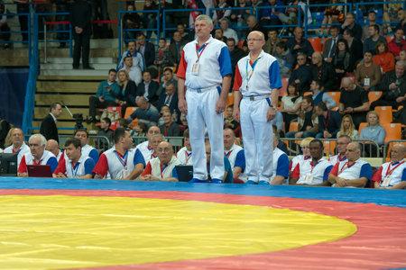 arbitros: Rusia, Mosc� - 27 de marzo: Los �rbitros antes de la batalla en la Copa del Mundo Memorial A. Kharlampiev en el estadio de Druzhba Sport Palace Luzhniki, Mosc�, Rusia, 2015 Editorial