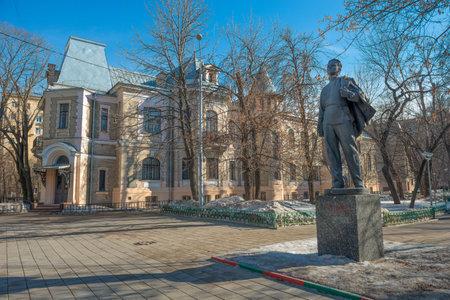 garden settlement: Monument to Lenin at Home Vysotsky, lane Ogorodnaya Sloboda 6, Moscow