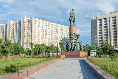 ulyanov: Monument to Lenin on Kaluzhskaya (Oktyabrskaya) Square in Moscow