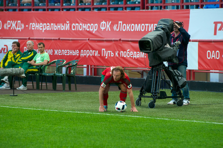 uniform green shoe: MOSCOW - MAY 11, 2016: quarterback Vitali Denisov (29) on the soccer game Russian Premier League Lokomotiv (Moscow) vs Kuban (Krasnodar), the stadium Lokomotiv Moscow, Russia. Lokomotiv lost 0: 1