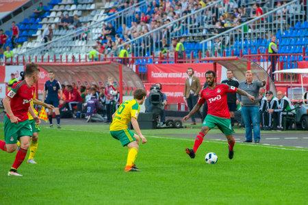 uniform green shoe: MOSCOW - MAY 11, 2016: Midfielder Manuel Fernandes (4) on the soccer game Russian Premier League Lokomotiv (Moscow) vs Kuban (Krasnodar), the stadium Lokomotiv Moscow, Russia. Lokomotiv lost 0: 1 Editorial