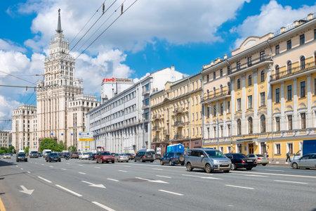 stalin empire style: MOSCOW- APRIL 25, 2016: Cars on Sadovaya-Chernogryazskaya street, Sadovoye ring in Moscow, Russia Editorial