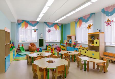 garderie: Chambre pour les jeux et les activités dans le jardin d'enfants