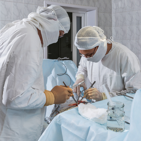 Surgery, removal of a hernia 版權商用圖片 - 47937490