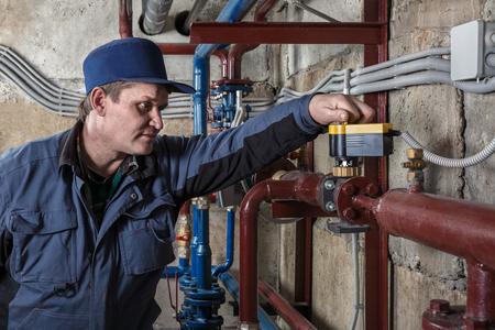Ingenieur Klempner Standard-Bild - 48290698