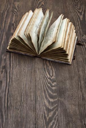 Antiken Bibel Standard-Bild - 48538244