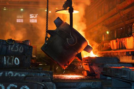 metal casting: Metallurgical plant, hot metal casting