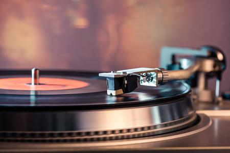 Vinyl record speler. Naald op vinyl record.
