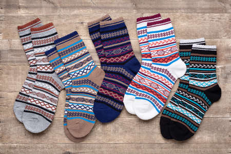Multicolored knitted socks with an ornament. The concept of cozy home atmosphere in winter. 版權商用圖片 - 158397496