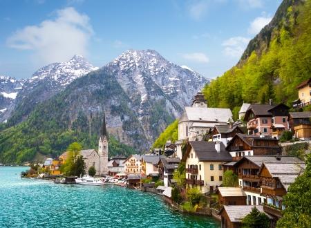 Schöne Sommer Alpine Hallstatt Stadt und den See Hallstätter See Blick Österreich