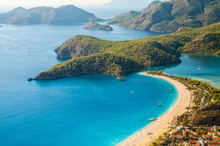 turquesa: laguna oludeniz en vista horizontal mar de playa, Turquía Foto de archivo