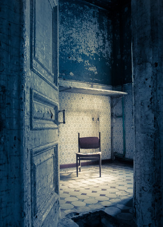 vintage door: Abandoned room in an old shabby house