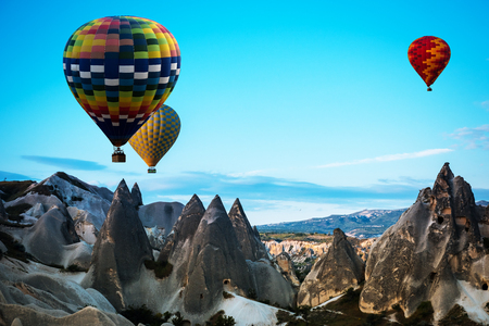 ballon: Hot air balloons fly over Cappadocia is known around the world as one of the best places to fly with hot air balloons, Goreme, Cappadocia, Turkey.