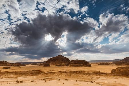 monte sinai: Montaña en el árido desierto del Sinaí Egipto África