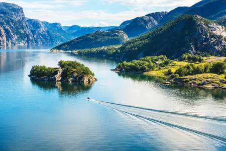 Norwegischer Fjord und Berge im Sommer. Lysefjord, Norwegen