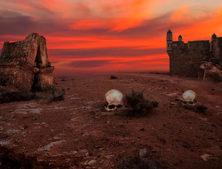 Paysage apocalyptique avec vieilles tours et crânes Banque d'images
