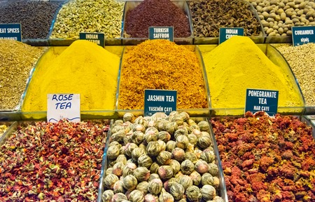 Spices and Tea on Egyptian and the Grand Bazaar in Istanbul. Turkey Stockfoto