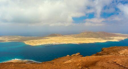 belle île volcanique de Lanzarote - vue panoramique du Mirador del rio. Les îles Canaries
