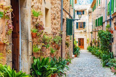 Rue du vieux village méditerranéen de Valldemossa, point de repère de Majorque, île d'Espagne