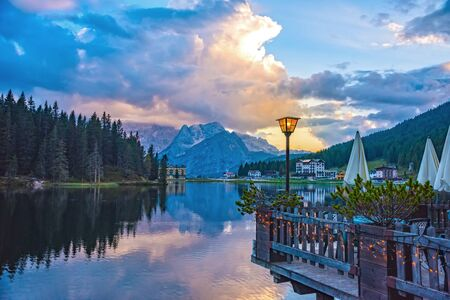 Sunset summer view of Misurina lake. National Park Tre Cime di Lavaredo, Location Auronzo, Misurina resort, Dolomiti Alps, South Tyrol, Italy, Europe 版權商用圖片