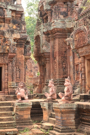 ancient civilisations: Banteay Srei Which was created in BC. 1510. Take the time to build up to 40 years, a one-story castle.