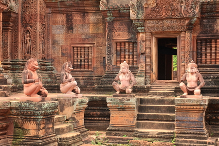 ancient civilisations: Banteay Srei Which was created in BC.. 1510. Take the time to build up to 40 years, a one-story castle.