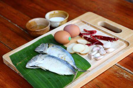 Ginger, garlic, chilli and mackerel eggs as raw materials for making fried rice, mackerel chili paste Imagens - 131879583