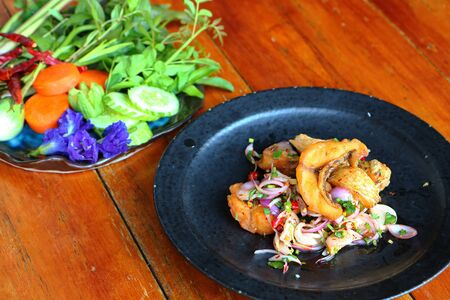 Tilapia fish salad, Lemongrass salad, flavored with three flavors, sour, salty, sweet Imagens - 131878654