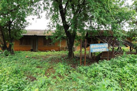 Former Ban Vinai evacuation center By the government, which accepts the Hmong Laotian refugees fleeing the war across Thailand With the sign in the picture labeling the United Nations Imagens
