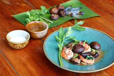 Shrimp with Mushroom Is a popular food in Thailand Imagens - 146415012