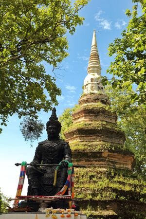 The Phaya Saen Phu statue is the former king of Chiang Saen. Chiang Rai Province, Thailand Imagens - 147850697