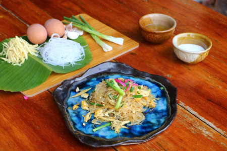 Stir Fried Glass Noodle with Egg Is a popular food eaten in Thailand