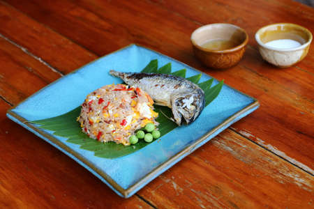 Fried rice mixed with chili paste, shrimp paste and fried mackerel Is a popular food eaten in Thailand.