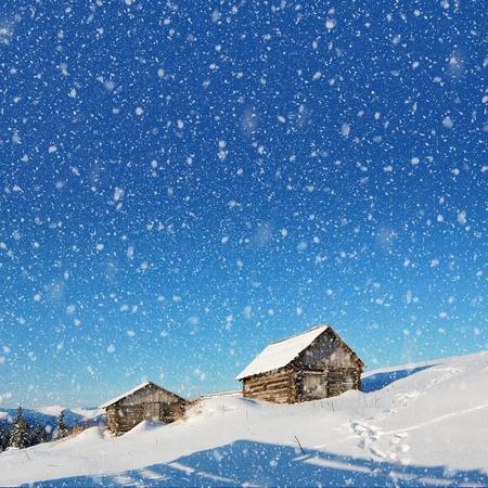 Berglandschaft mit Häusern in den Karpaten Hirten Standard-Bild - 11158482