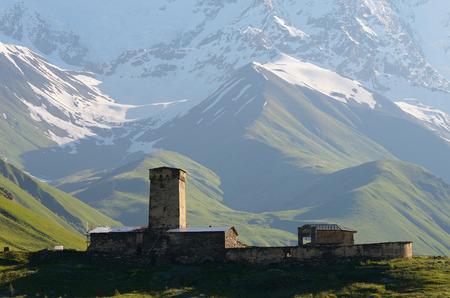 svan: Mountain landscape. An old stone church. Community Ushguli. Main Caucasian ridge. Zemo Svaneti, Georgia Stock Photo