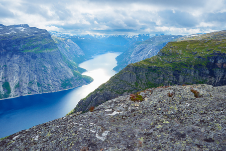 Ringedalsvatnet Lake. View from the Trolltunga cliff. Tourist attraction of Norway. Sunny morning Banque d'images