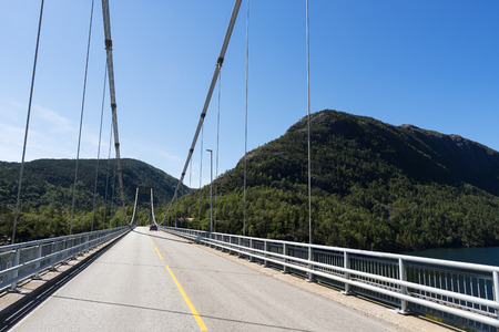 Suspension bridge in Norway. Sunny summer day Banque d'images