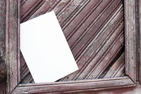papier a lettre: Lettre millésime unique sur les panneaux en bois.