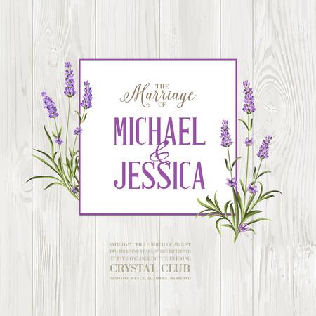 Małżeństwo karta zaproszenie. Lavender wieniec na drewnianej ścianie z romantycznym tekstem. Bukiet kwiatów lawendy na szarym tle