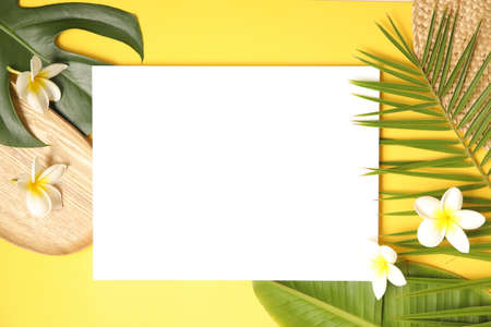 Summer background mockup with palm leaves on yellow. Banque d'images