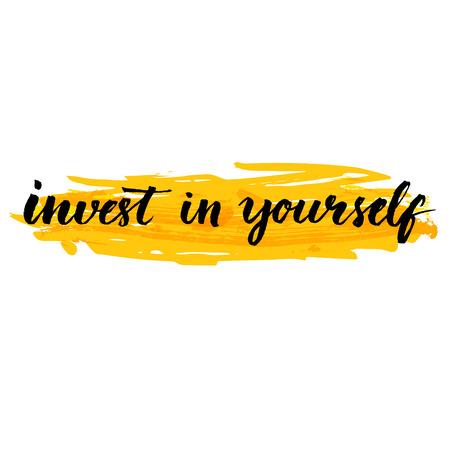 자신에 투자. 노란색 배경에 브러시로 필기 견적을 영감. 교육과 자기 투자의 가치에 대해 알려주십시오. 동기 부여 포스터, 소셜 미디어 콘텐츠에 대한 벡터 디자인. 벡터 (일러스트)