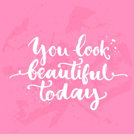 bonito: Estás preciosa hoy. Cita inspirada, blanco caligrafía del cepillo escrita a mano en el fondo de color rosa. Letras del vector para la tarjeta y cartel de diseño, contenido de medios sociales y la moda.