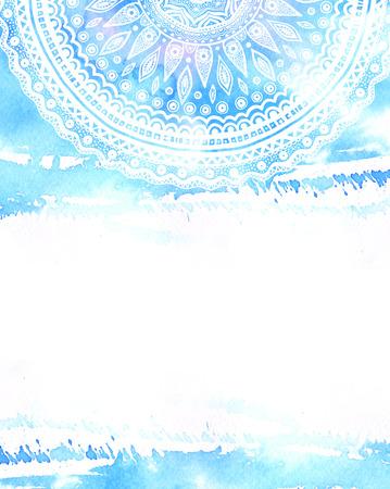 Hand getrokken mandala op blauwe aquarel achtergrond met lege ruimte voor tekst. Indiase sieraad, flyer lay-out
