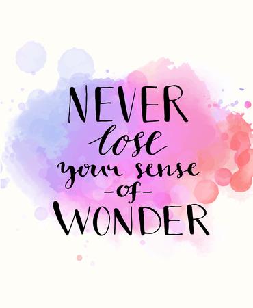 wort: Verlieren Sie nie Ihren Sinn für Wunder. Schwarz inspirierend Zitat auf lila Aquarell Imitation Hintergrund, Pinsel Typographie für Poster, T-Shirt oder Karte. Vector Kalligraphie Kunst